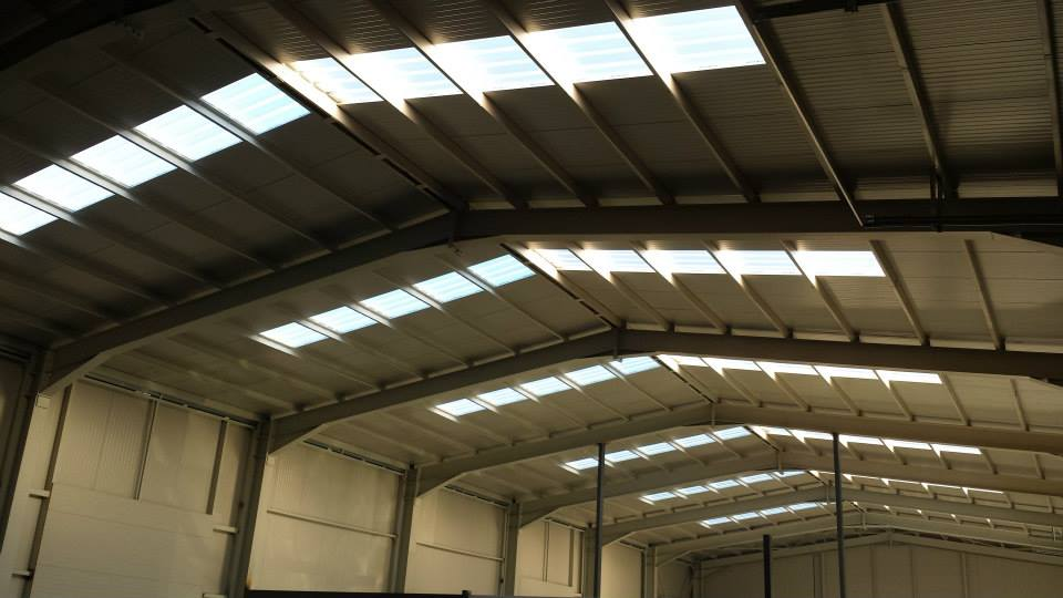 Фасадни и покривни решения от най-качествените поликарбонатни плоскости за естествено осветление и енергоспестяване.