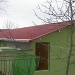 Доставка на покривни панели за изграждане на етаж от хотел