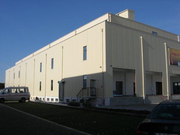Адаптивни и комплексни варианти за многофункционални сгради със склад и шоуруум