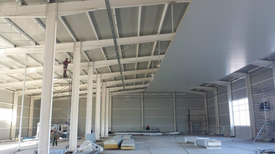 Окачен таван от термопанели на предприятие за преработка, замразяване и консервиране на плодове и зеленчуци на Биофрут 2006 в гр. Лясковец-2